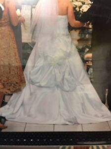MOVING- Alfred Sung Wedding Dress - Must Go Can Deliver