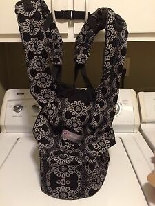 Black and white pattern ERGOBABY carrier