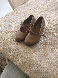 Girls size 13 Tap dancing shoes