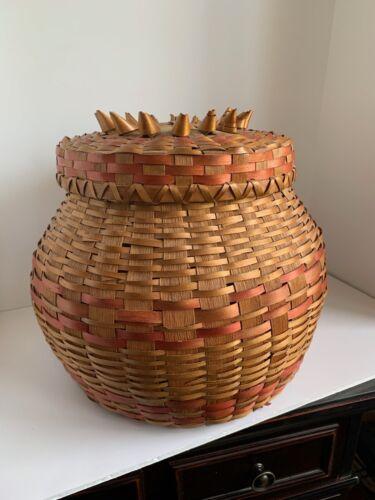 Vintage Native American Winnebago Large Splint Basket w/Curled Accents on Lid