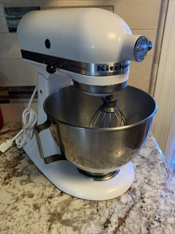 KitchenAid White Stand Mixer w Beaters, Bowl