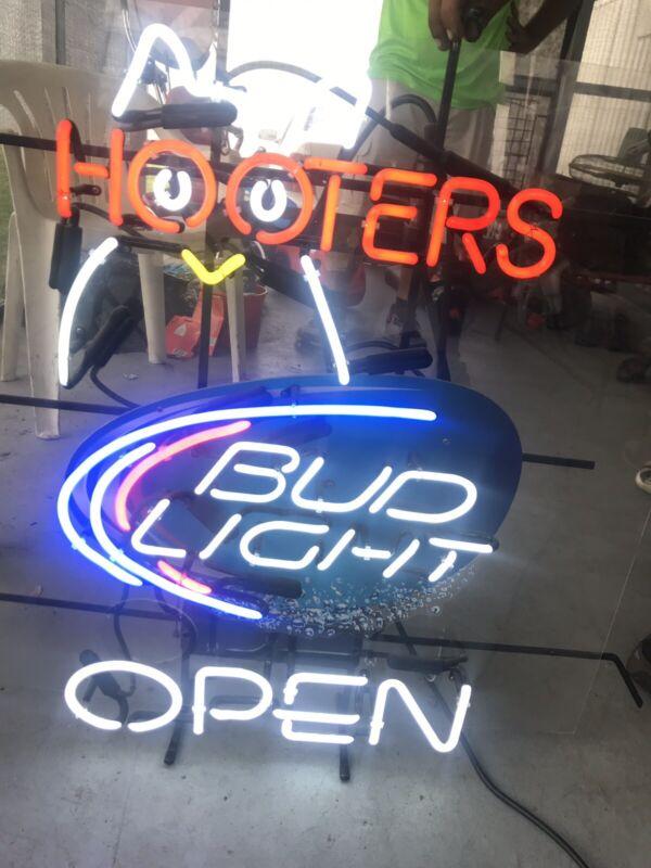 Hooters/Bud Light Neon Sign