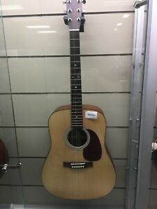 Martin acoustic guitar/w hard shell D-1