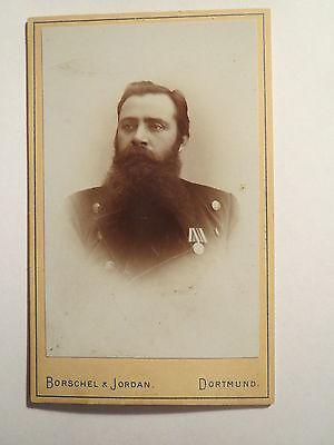 Dortmund - Soldat in Uniform mit Orden - Portrait / CDV