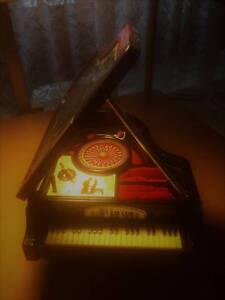 Vintage 'Kings' Mini-Piano, Music, Jewellery Box Aberfoyle Park Morphett Vale Area Preview