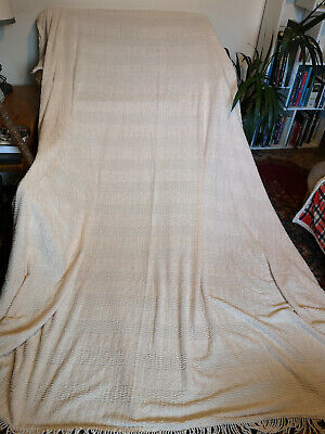 LOVELY VINTAGE CANDLEWICK BEDSPREAD-SOFT WHITE/LIGHT CREAM-FRINGE-93