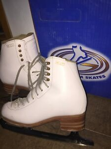 Gam competition Figure skates size 6B
