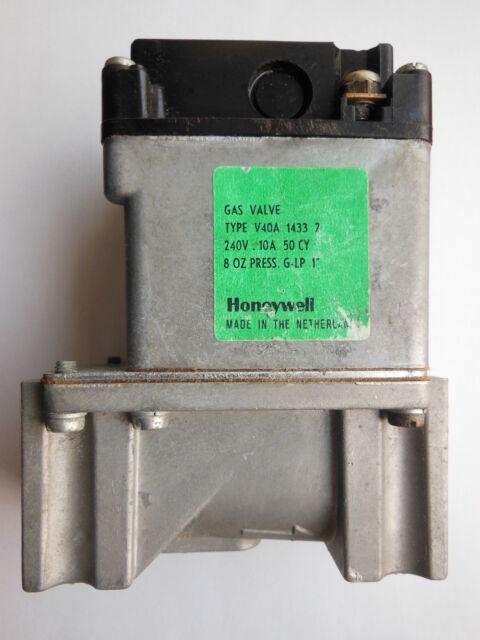 HONEYWELL GAS VALVE  TYPE  V40A 1433  240V