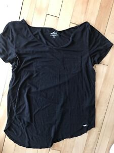Black Hollister t-shirt