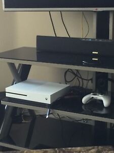 Xbox one 1 tb 2 controllers one
