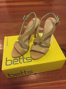 Ladies heels size 7 New Farm Brisbane North East Preview