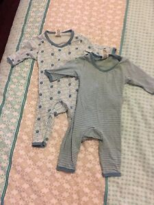 2x Baby Boys Like New Easy Suits size 0000 Coomera Gold Coast North Preview