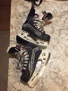 Youth Bauer Vapor X500 size 11D