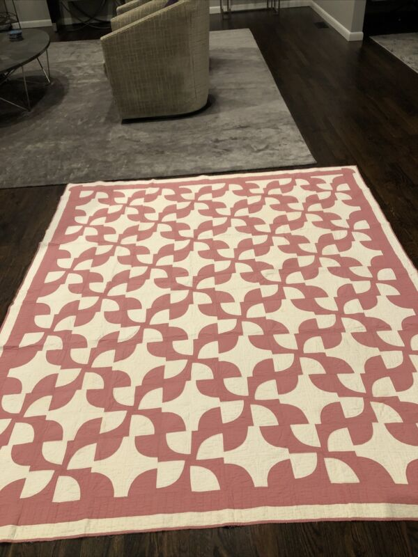 Beautiful Antique Pink And White Drunkard's Path Quilt