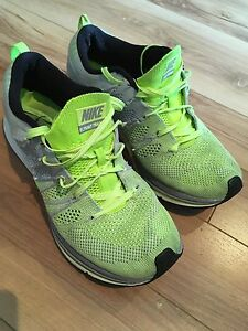 Nike Flyknit Trainer Volt Grey shoes