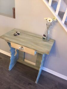 Entrance key table or accent table ! Antique Artiste Refresh!