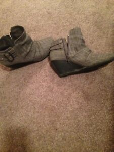 Women's wedge boot size 7