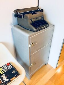 POST-WAR SMITH CORONA TYPEWRITER VINTAGE INDUSTRIAL DISPLAY ITEM