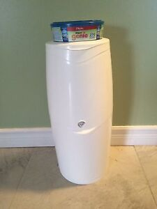Diaper genie with refill