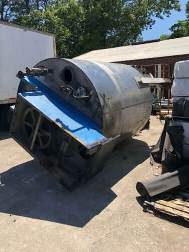 Stainless Steel Tank Approx. 3000 Gallons With Motor and Mixer Used