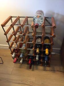 Support a vin 30-35 bouteilles (vin non inclu)