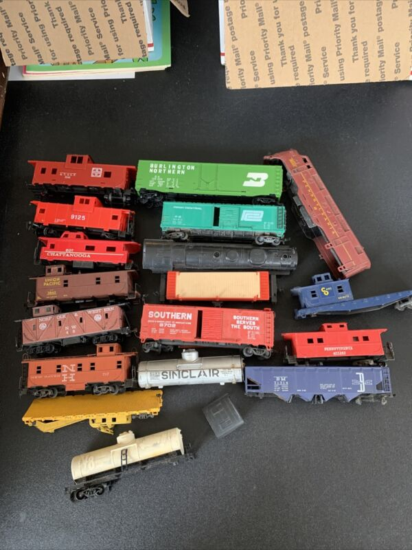 HO TRAINS PARTS & REPAIR LOT ~ roundhouse , tyco , Lionel ATHEARN amd more