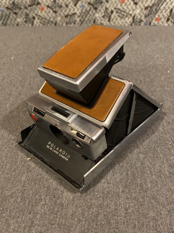 Pre-Owned Vintage POLAROID SX-70 FOLDING LAND CAMERA