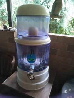 Bench top water filter