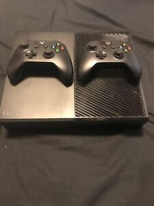 Xbox one 500gb with 2 controllers, awesome condition