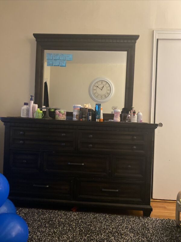 Dresser Table With Mirror Used