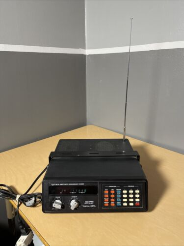 Realistic Pro-2020 AM/FM Direct Entry Programmable Scanner P