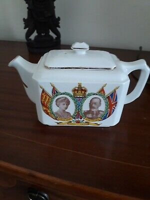 Mailing teapot Queen Mary and king George by ringtons Ltd good cond.