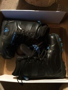 Kids snowboarding boots size 3.5