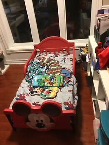 Free toddler Mickey Mouse bed