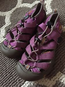 Youth keens size 3