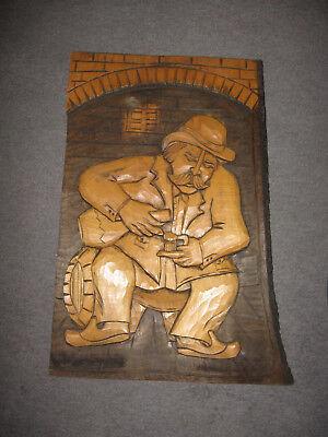 Rar großes handgeschnitztes Holzbild Winzer Wein Fass aus den 60er Jahren
