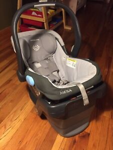 Uppababy Mesa with base