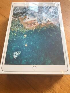 Still Sealed & Unlocked: iPad Pro 10.5'' Wi-Fi & Cell 256gb 2017