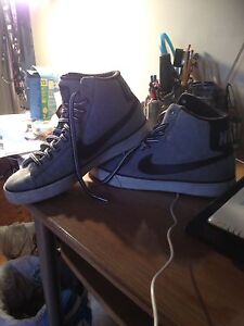 Men's size 10 nike  40 dollars in near new cond