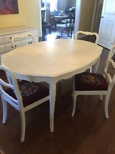 Beautiful French Provincial Dining Set and Four Chairs