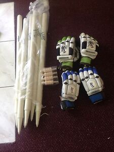 Brand new 6 Stumps kookaburra brand and 4 Gloves Maryland Newcastle Area Preview