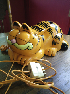 Garfield telephone.  A real phone that's real fun..