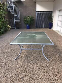 outdoor dining table 10 seat in great condition