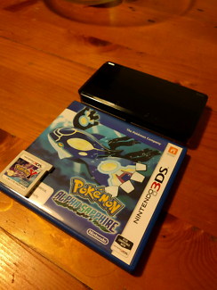 Nintendo 3DS w/ 2 Pokémon games