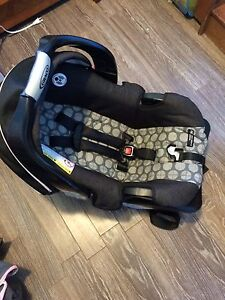 Carseat and base- graco