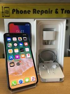 AS NEW IPHONE X 256GB SILVER/BLACK IN BOX AND APPLE WARRANTY