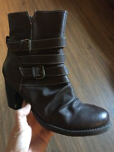 Size 10 boots from naturalizer