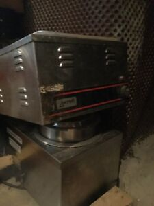 STAINLESS STEAL SOUP POT AND STEAMER TRAY