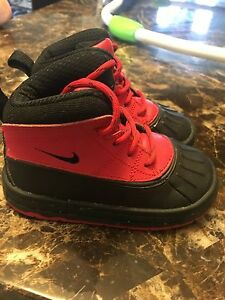 Barely used Nike boots size 7c