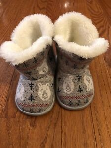 Warm toddlers booties